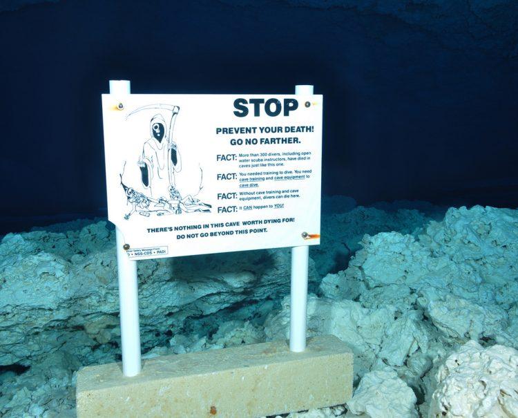 Sign_in_cenote_