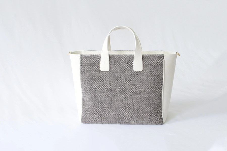 WHITE SUMMER G TOTE BAG