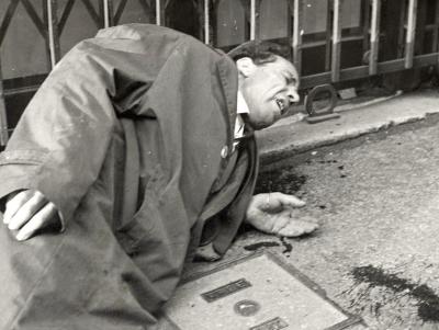 Ранен манифестант, 18ти октомври 1961.