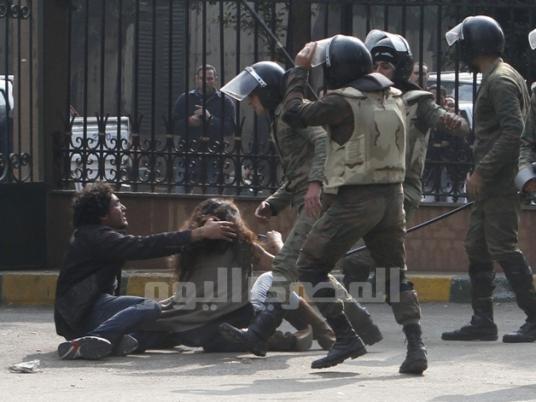 Нур Айман нападнат от армейски части тази сутрин и опитващ се да предпази момичето с него. Задържани са и двамата.