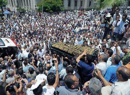 Начало на погребалното шествие на Шейк Емад.