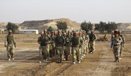 Бойци от провинция Анбар се тренират, за да противодействат срещу Ислямска държава.