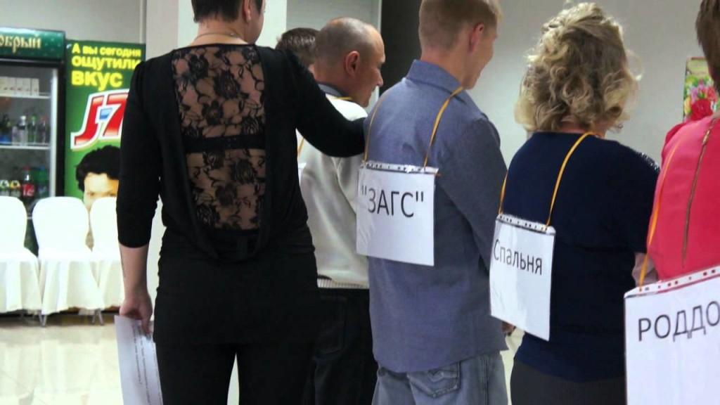 muži sania veľký péro čierne šaty pre mládež