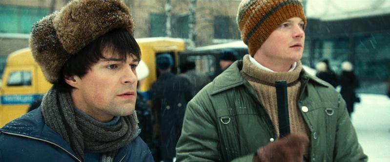 Valeri Kharlamov (Danila Kozlovski) et son ami (incarné à l'écran par le propre fils de Kharlamov, Aleksandr Kharlamov)