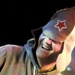 Эмир Кустурица открыл свой концерт в Париже гимном России