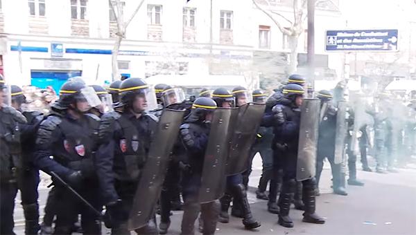 vo-francii-ne-prekraschayutsya-protesty-protiv-trudovoy-reformy