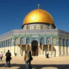 Jerusalem holy site closed to non-Muslims after violence