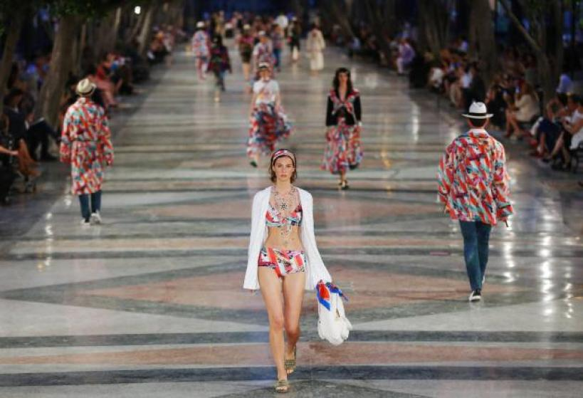 Models present creations by German designer Karl Lagerfeld as part of his latest inter-seasonal Cruise collection for fashion house Chanel at the Paseo del Prado street in Havana, Cuba, May 3, 2016. REUTERS/Alexandre Meneghini