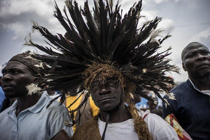 Сторонник президента Габона Али Бонго Ондимбы на предвыборный митинге в Лекони. Выборы главы центральноафриканской республики пройдут 27 августа.