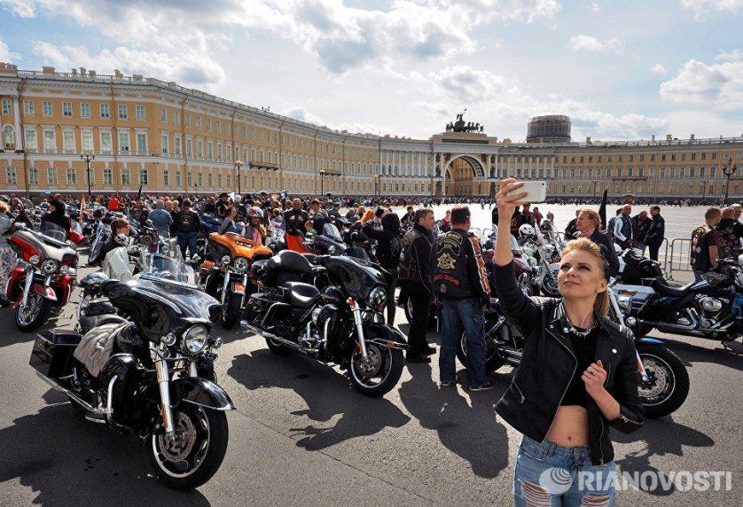 В Северной столице прошел юбилейный, пятый по счету российский мотофестиваль St.Petersburg Harley® Days. Главным событием этого мероприятия стал торжественный парад мотоциклов.