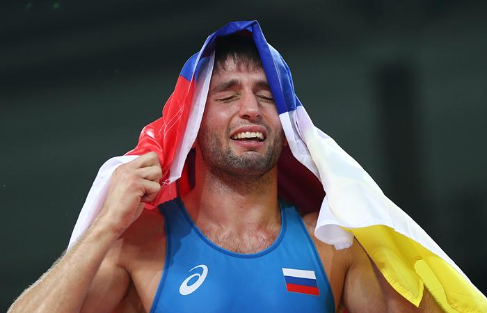 Последнюю золотую награду для российской сборной завоевал борец вольного стиля Сослан Рамонов. В финальном поединке он одолел чемпиона ОИ-2012, азербайджанца Тогрула Аскерова со счетом 11:0.