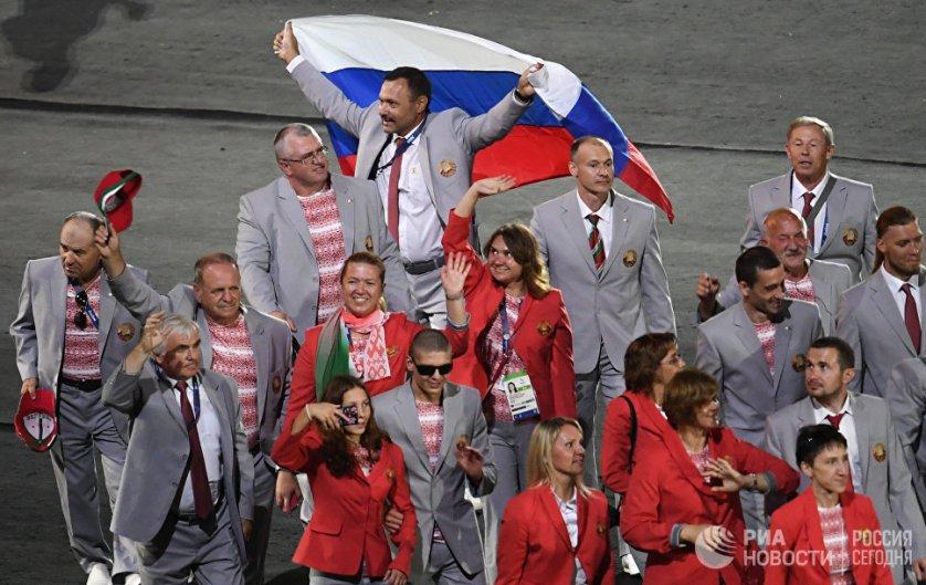 Церемония открытия Паралимпиады-2016 состоялась в бразильском Рио-де-Жанейро в среду. Один из членов белорусской делегации, 53-летний Андрей Фомочкин, держал в руках российский флаг. Мужчине удалось пройти с триколором четверть круга, после чего флаг у него отобрали. Сразу после этого IPC лишил Фомочкина аккредитации.