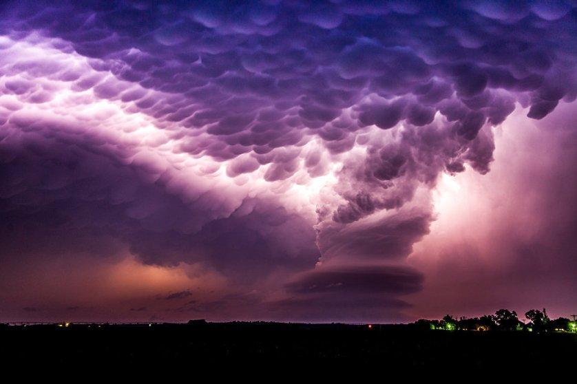 Стивен Лэнсделл сфотографировал шторм в Небраске.