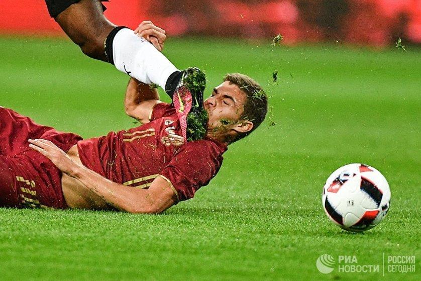 Игрок российской сборной по футболу Роман Зобнин в товарищеском матче между командами России и Ганы.