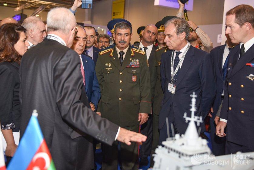 Выставку посетил министр обороны Азербайджана Закир Гасанов.