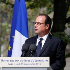 """French president Hollande vows to shut down """"unacceptable"""" Calais camp"""