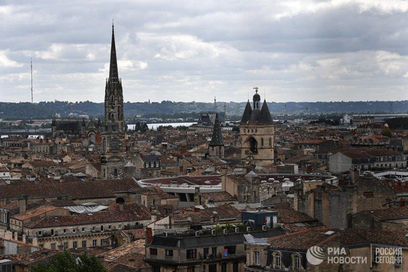 Бордо считается одним из самых старых и самых красивых городов во Франции. Он славится своими культурными и историческими достопримечательностями, посмотреть на которые ежегодно приезжают туристы со всего мира.
