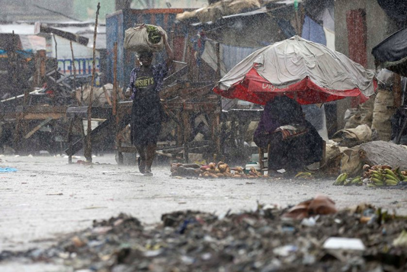 В столице Гаити Порт-о-Пренсе во время урагана.