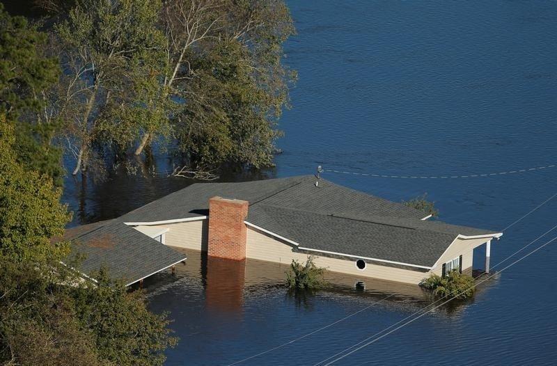 """Затопленный дом после урагана """"Мэтью"""" в Северной Каролине."""