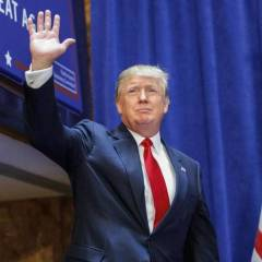 Trump digs deep to defy Clinton momentum