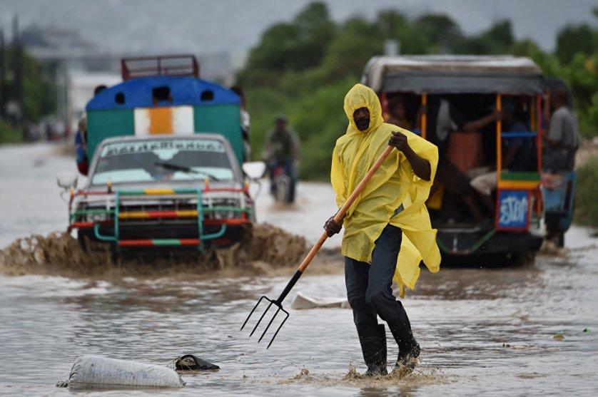 """Прохождение """"Мэтью"""" по карибскому региону уже принесло разрушения и человеческие жертвы на Гаити, в Доминиканской республике, Колумбии и Сент-Винсенте и Гренадинах."""