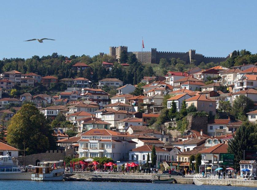 Охрид, чья история насчитывает более 2500 лет, многие туристы называют самым прекрасным городом Македонии. Чтобы познакомиться со всеми его достопримечательностями, не хватит и недели. Самое знаменитое место в городе – Охридское озеро, глубина которого достигает более 300 м.