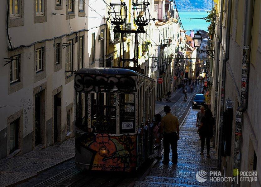 Лиссабон – самая западная столица Европы и одна из древнейших столиц мира. Лиссабон часто называют жемчужиной португальских городов. Он славится не только своими уникальными достопримечательностями, но и мягким климатом.