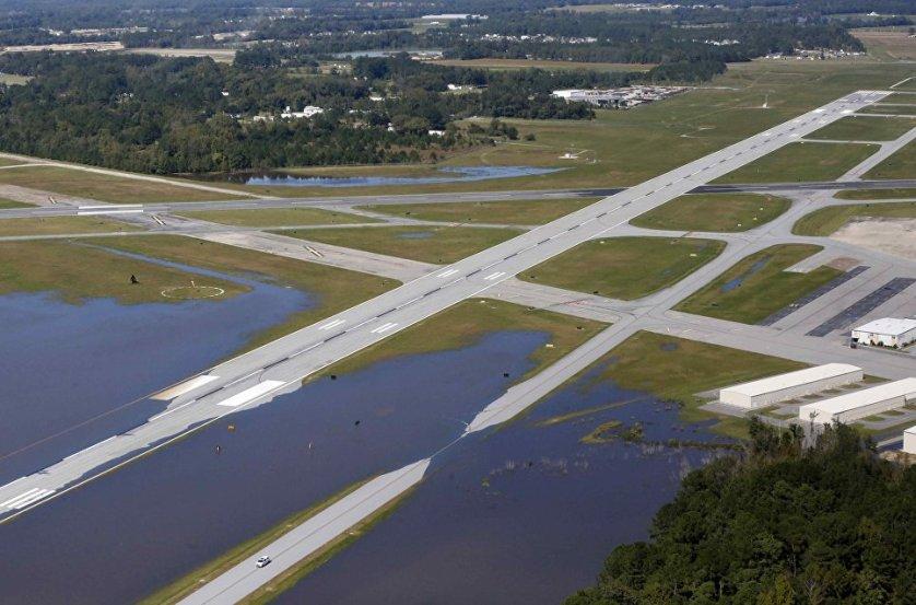 """Президент США Барак Обама предложил помощь федерального правительства штату Южная Каролина, который пострадал от урагана """"Мэтью"""", сообщил Белый дом."""