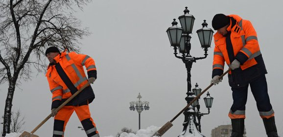 Removing snow from the streets of Moscow