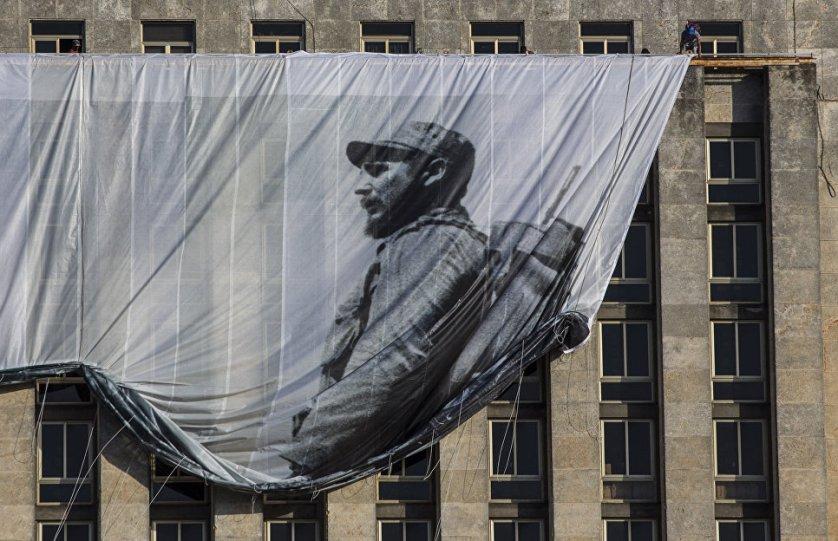 В Гаване приспущены государственные флаги, по телевизору в режиме нон-стоп транслируют передачи о команданте.