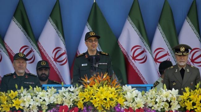 Начальник Генштаба ВС Ирана Мохаммад Хосейн Багери (в центре)