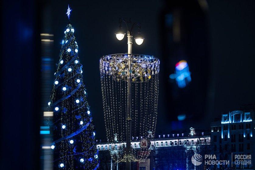 Новогодняя иллюминация на Тверской улице.