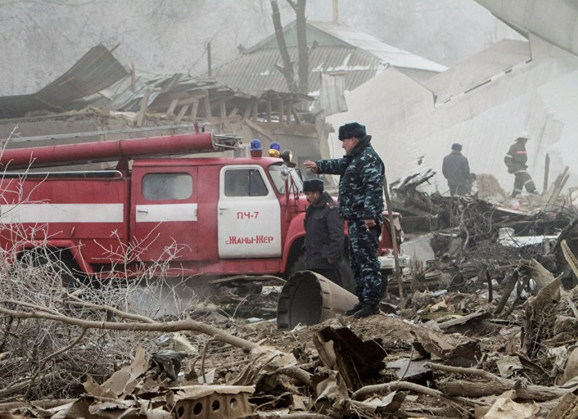 """Самолет рухнул на поселок Дача-Суу дачного кооператива """"Авиатор"""" в окрестностях аэропорта. При этом разрушены 32 частных дома, в которых проживали люди."""