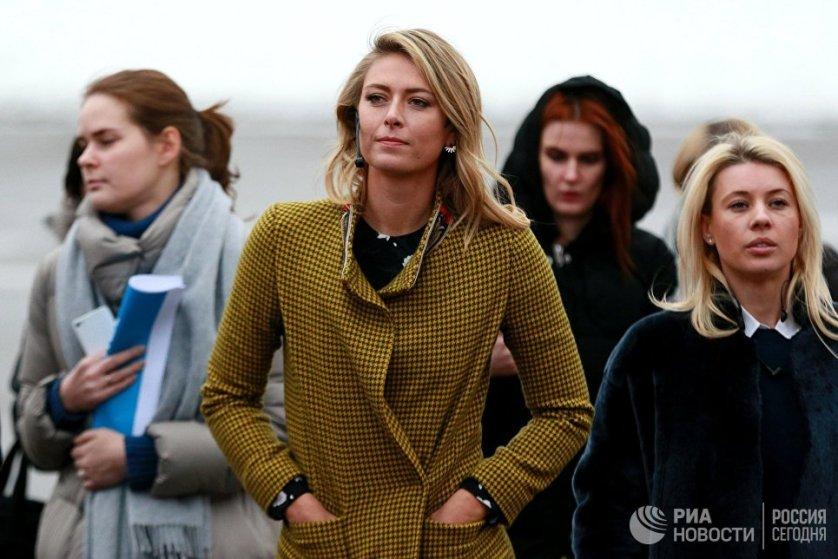 Теннисистка Мария Шарапова в Центральном парке культуры и отдыха имени Горького перед началом пресс-конференции, посвященной новому проекту компании Yota.