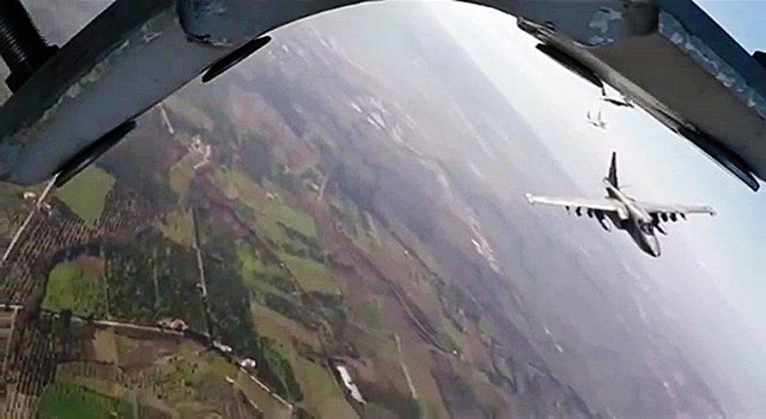 Боевые вылеты самолетов Су-25 ВКС России с авиабазы Хмеймим в сопровождении сирийских самолетов МиГ-29.