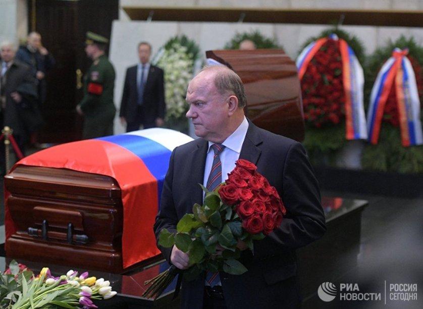 Геннадий Зюганов на церемонии прощания с постоянным представителем России при ООН Виталием Чуркиным.