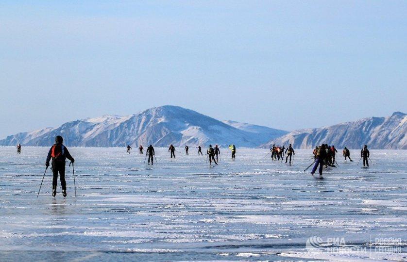 Маршрут основной гонки пролегает по льду Байкала вдоль западной береговой линии между поселками Сахюрта, где был дан старт гонки, и Листвянка.