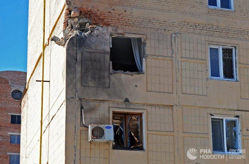 Следственный комитет России возбудил уголовное дело после артиллерийского обстрела гражданских объектов Донбасса украинскими военнослужащими. На фото: жилой дом в Киевском районе Донецка, пострадавшее от обстрела.