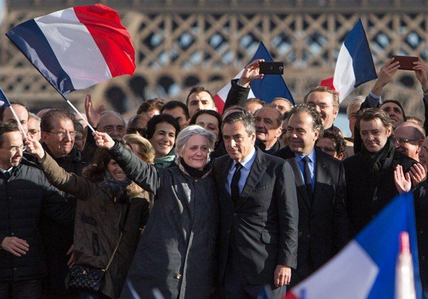 Франсуа Фийон с супругой Пенелоп на митинге в Париже
