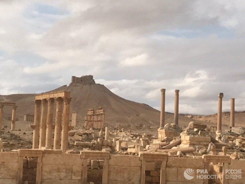 Сирийская армия при поддержке российских ВКС освободила город в конце марта 2016 года. Однако в декабре террористы вновь захватили Пальмиру и разрушили часть ее памятников.