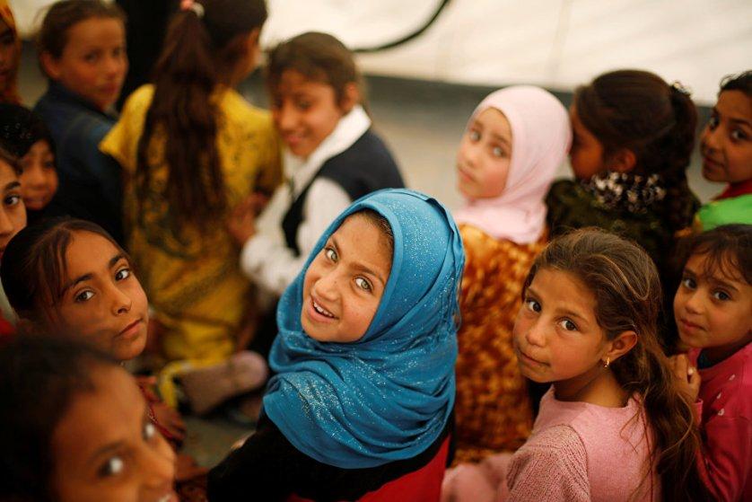 Иракские дети, покинувшие свои дома, в палаточном лагере к югу от Мосула.