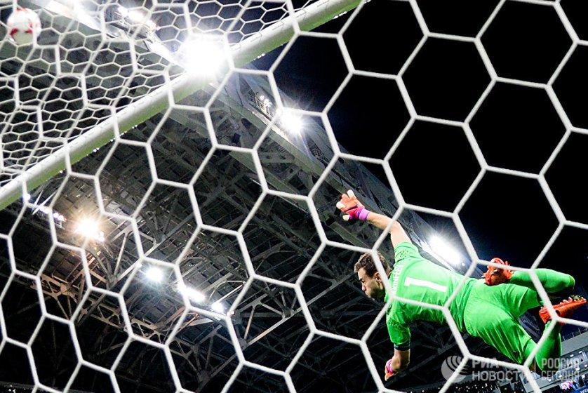 Вратарь сборной России Игорь Акинфеев в товарищеском матче между сборными России и Бельгии.