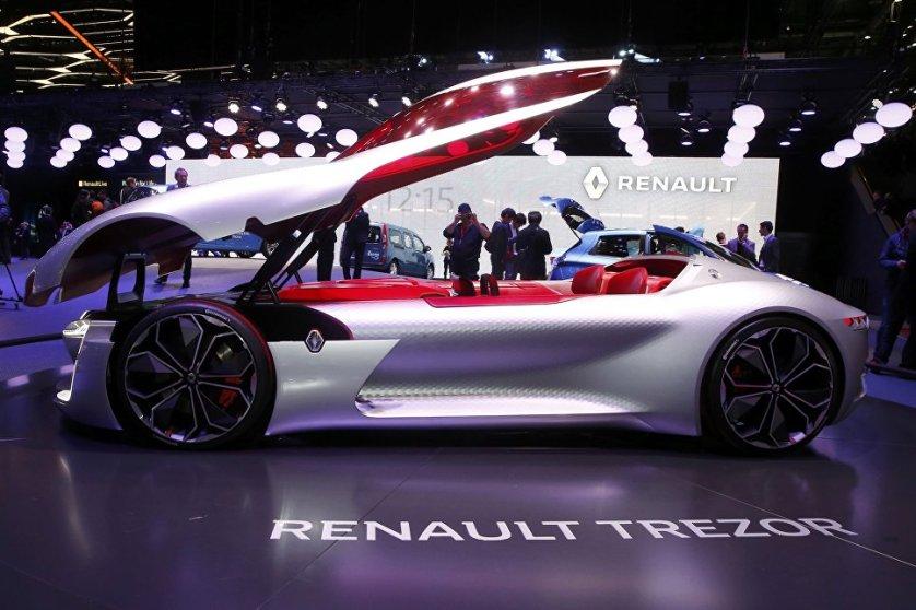 Концептуальный суперкар Renault Trezor. У этой модели нет дверей - сесть в двухместный салон можно лишь поднятием огромного капота.