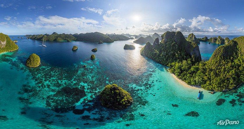 Остров Ваяг архипелага Раджа-Ампат в Индонезии.