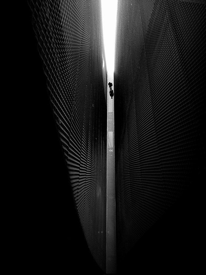 """Победитель в номинации """"Черное и белое"""" Хосе-Луюс Саез, снимок """"Ангел, смотрящий вниз""""."""