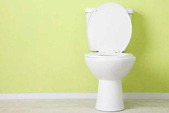 Медики: Ходить в туалет для профилактики не только вредно, но и опасно