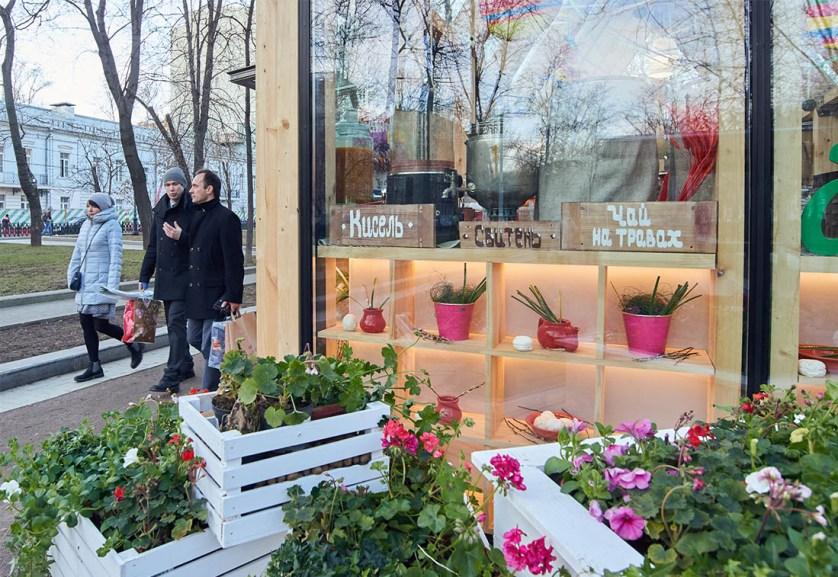 Классика в Столешникове, фолк на Тверской площади, ретро на Новом Арбате, более ста бесплатных экскурсий