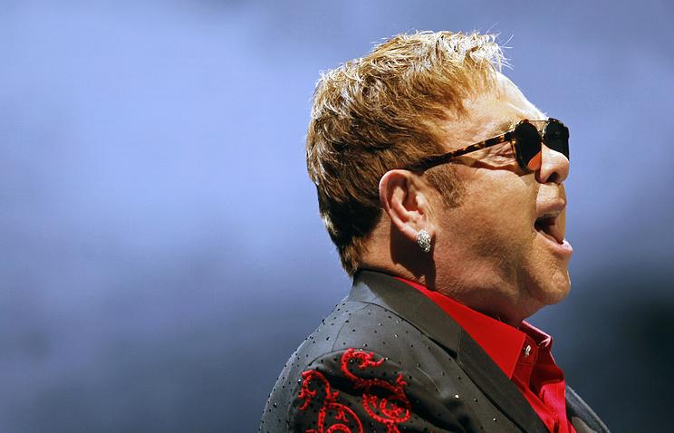 СМИ: Элтон Джон из-за острой инфекции отменил концерты в США