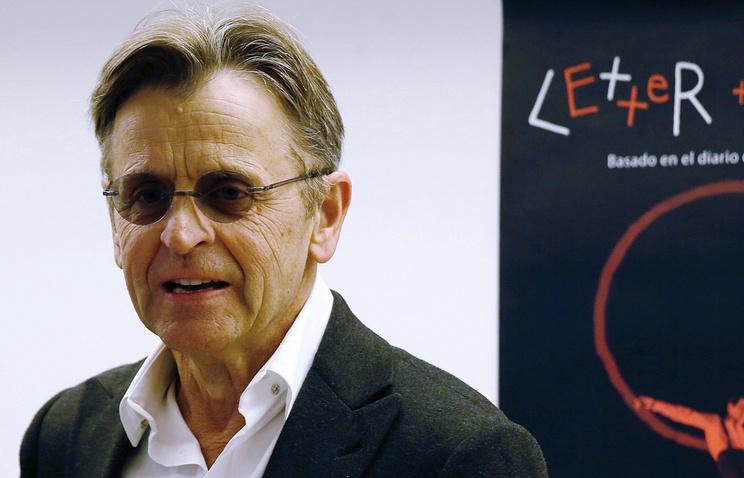 Михаилу Барышникову торжественно вручили паспорт гражданина Латвии