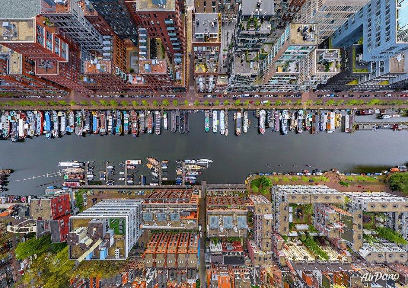 Район Вестердок в столице Нидерландов Амстердаме.